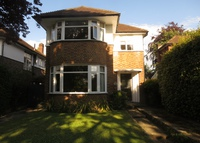 4-Bed Detached house near London