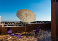 Quiet place next to Madrid. Terrace 60m2. BBQ. Swiming pool