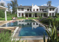 4 bedroom house with pool in gateway to Tanzania's national parks