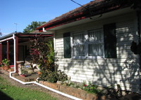 Brisbane Australia, 3 bed 2bathroom family home, 10klms city centre.