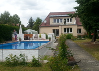 Lovely house with pool close to Berlin