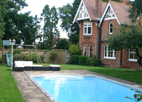 Luxurious 6-bedroom home with pool in Kent village 1hr from London