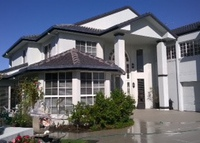 Gold Coast  waterfront home/pool/rumpus/beaches/cafes/parks at door
