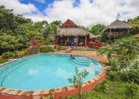 Tropical Paradise, 3 BR, Close to Town, Beaches; Stunning Views, Pool