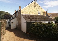 Country cottage close to town facilities and many places of interest.