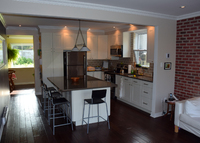 Bungalow with backyard & veranda, 15 minutes to downtown Montreal.