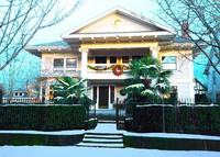 Spend Christmas in Seattle in an historic mansion. Close to everything