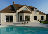 Large and modern home with pool, close to Paris / Versailles
