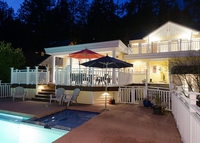 Beautiful house with Pool &Hot Tub in West Vancouver