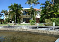 luxurious waterfront villa 15 minutes from surfers paradise