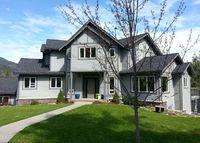 4 bedroom luxury family home overlooking beautiful BC Canada lake