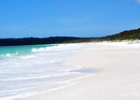 Beach house 100m from sandy beach in Jervis Bay. Easy drive to Sydney.