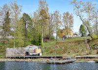 4 bedroom house by a lake 15 minutes outside Stockholm