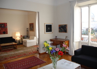 Elegant and Large 3-Bedroom Apartment, Walking Distance from St. Peter
