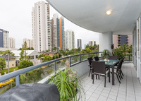 GOLD COAST  MAIN BEACH BEACHSIDE LUXURY APT.WITH CAR JAGUAR X TYPE